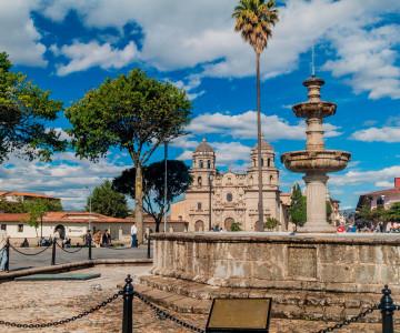peru-cajamarca-plaza-de-armas-53855